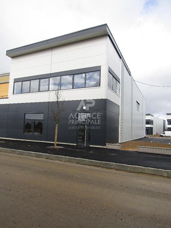 Entrepôt / local industriel Saint Cyr L Ecole 240 m2